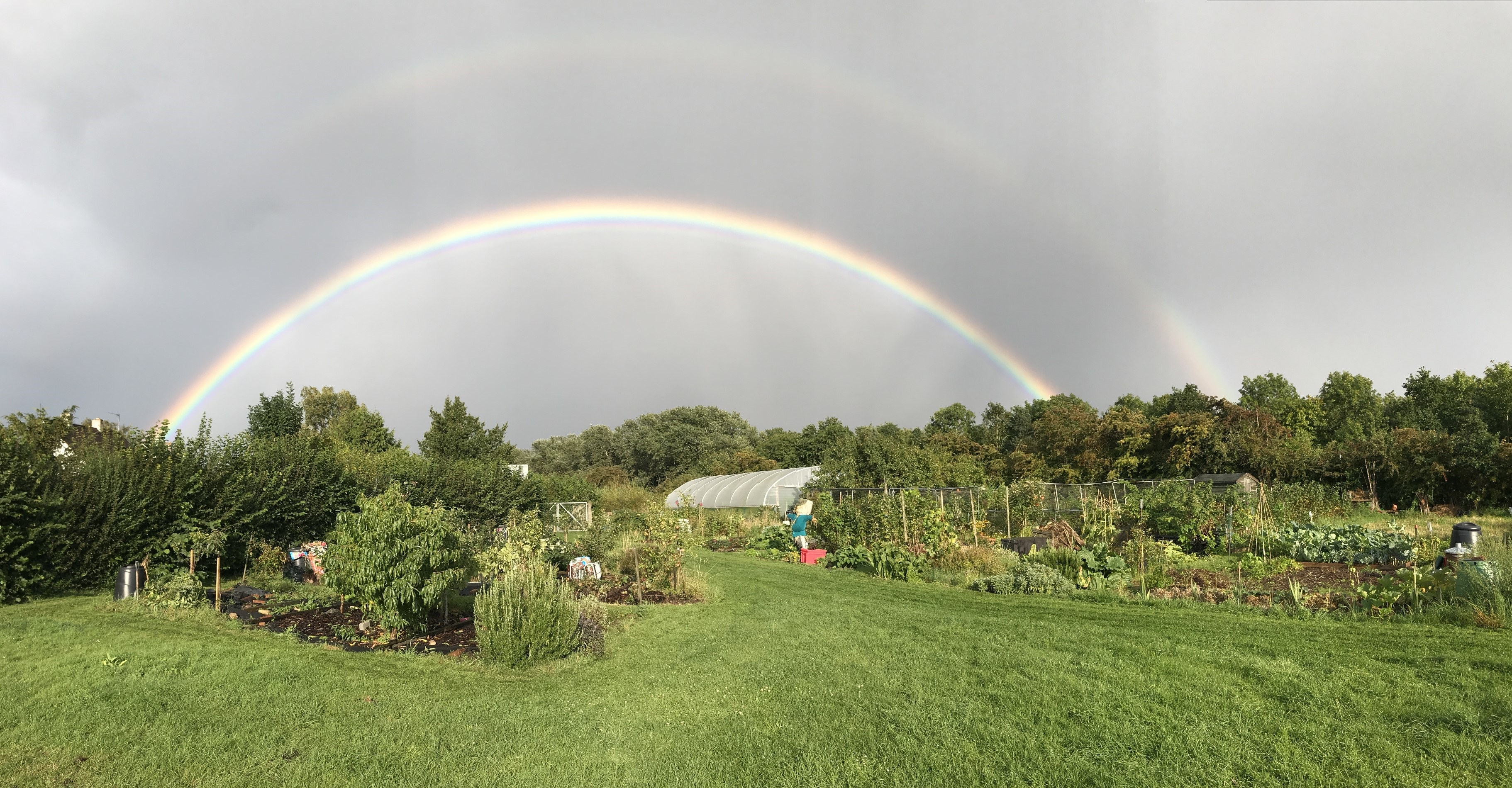 <h2>Grow your own food</h2><div class='slide-content'><p>Join our community of gardeners in a beautiful setting<span class='highlight'></span></p></div><a href='/outside-veg-plots/' class='btn' title='Read more'>Read more</a>